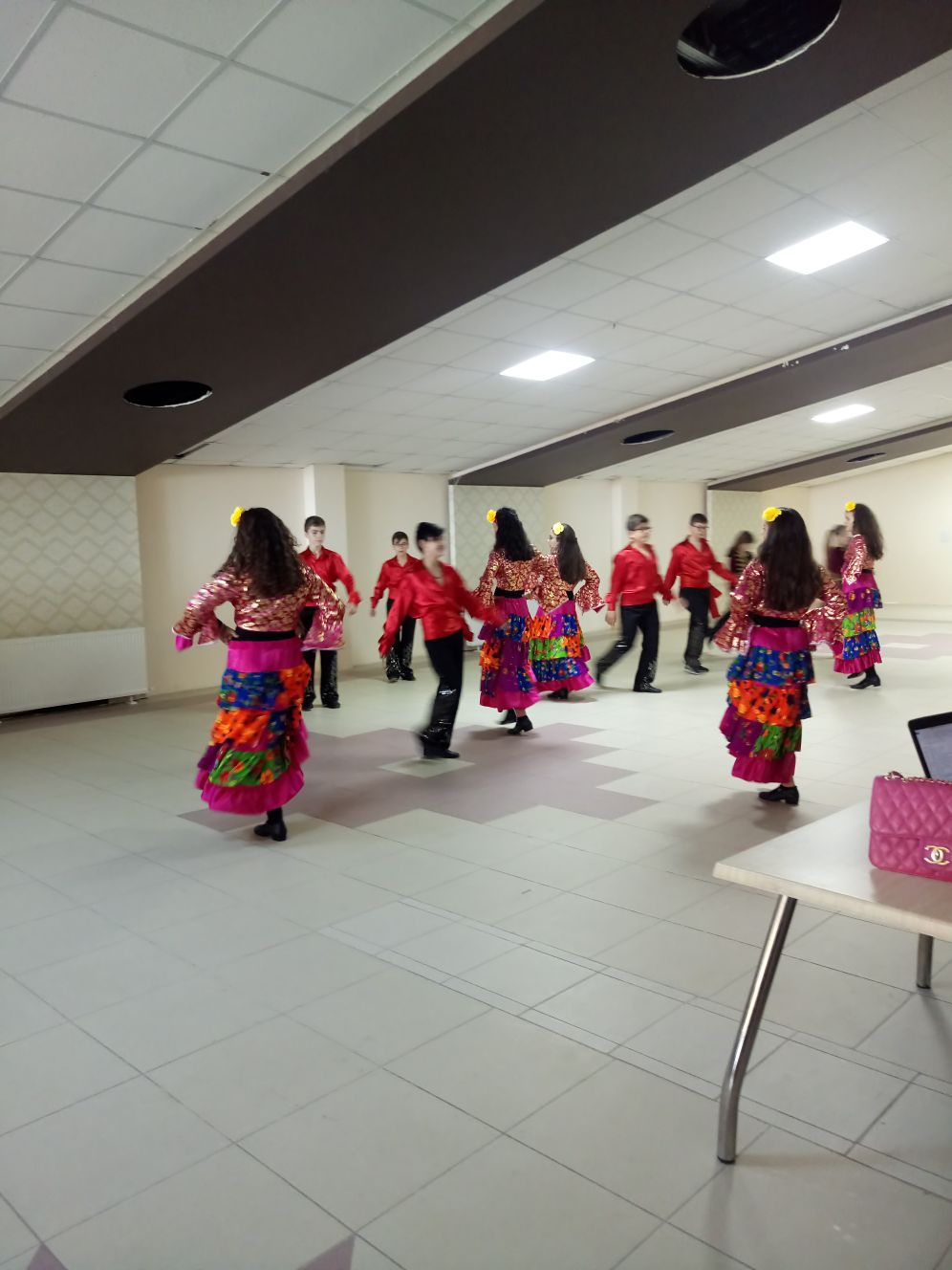 Neşe Evimizin Konferans Salonunda Folklor Ekibinin Gösterisi